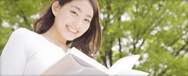 本を読む女性のイメージ